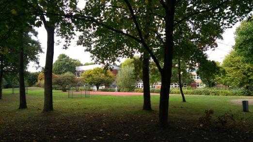 Blick auf die Schule