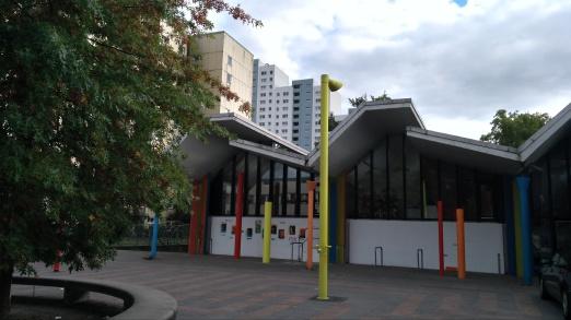 Das Gemeindehaus des Osdorfer Borns, in dem sich heute auch das Kindermuseum Kl!ck befindet