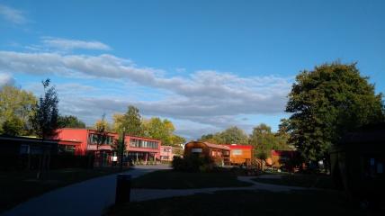 Zentrum des Osdorfer Borns mit zahlreichen sozialen Einrichtungen und dem Bürgerhaus